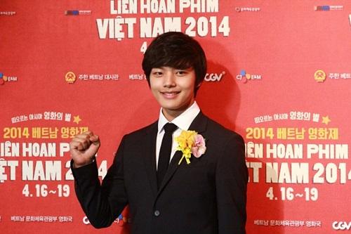 Vân Trang tươi tắn sánh vai Yeo Jin Goo-5