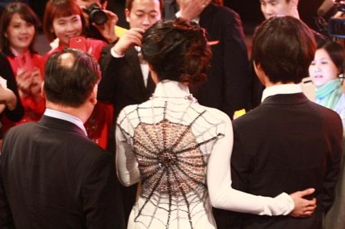 Vân Trang tươi tắn sánh vai Yeo Jin Goo-7