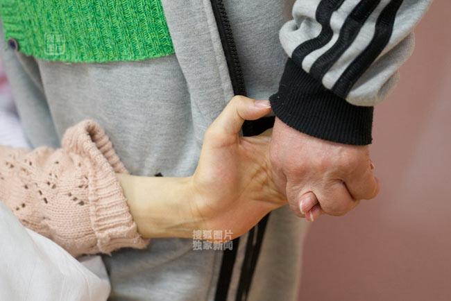 Cảm phục mẹ liệt chân vẫn sinh con