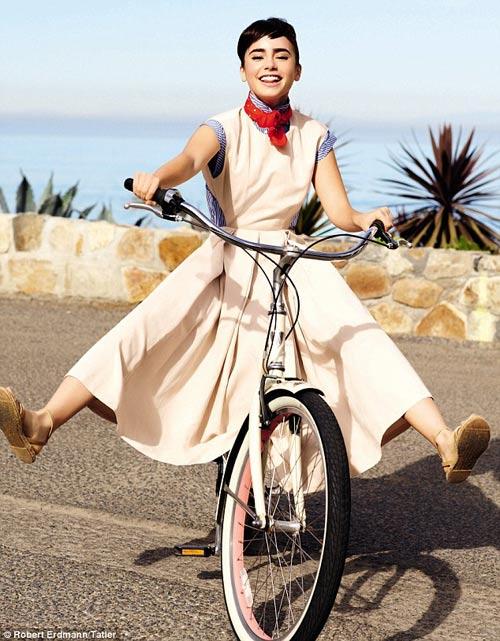 Hà Tăng ngồi xe đạp, mặc đẹp như Aundrey Hepburn-5