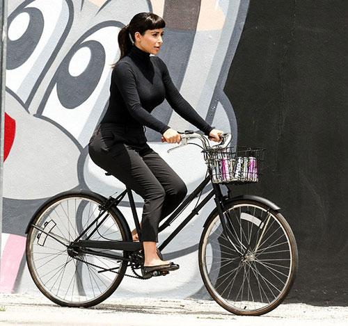 Hà Tăng ngồi xe đạp, mặc đẹp như Aundrey Hepburn-3