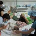Tin tức - Vật vờ ngày đêm bên phòng cấp cứu bệnh nhi sởi