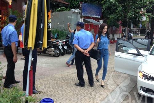 angela phuong trinh mac kin dao lai xe 3 ty - 13