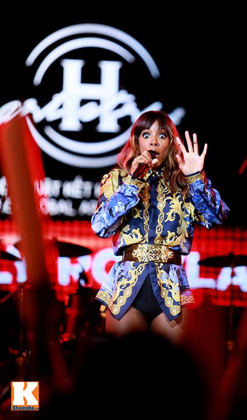 """Kelly Rowland """"đốt cháy"""" H-Artistry lần 6-6"""