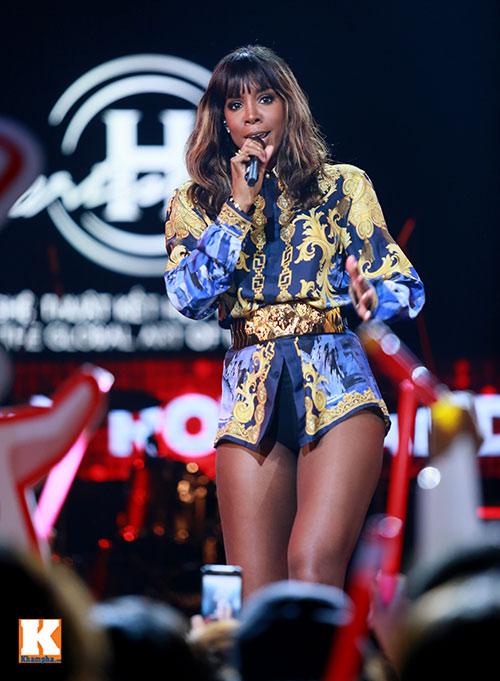 """Kelly Rowland """"đốt cháy"""" H-Artistry lần 6-8"""