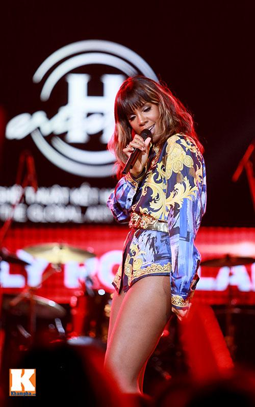 """Kelly Rowland """"đốt cháy"""" H-Artistry lần 6-13"""