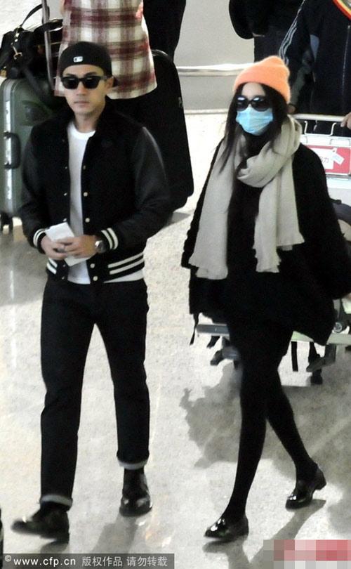 Dương Mịch trùm kín bên Lưu Khải Uy ở sân bay-5
