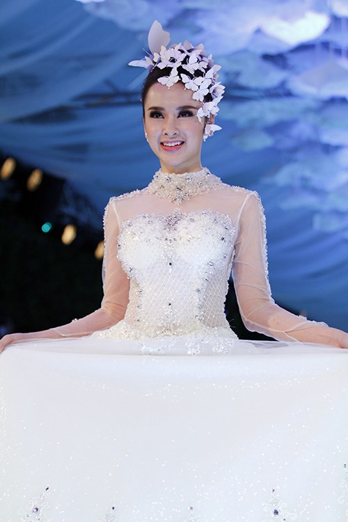angela phuong trinh rang ro dien vay cuoi 200 trieu - 11