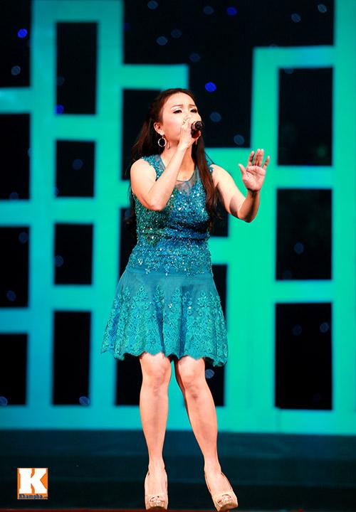 Cẩm Ly bật khóc khi hát về mẹ-1