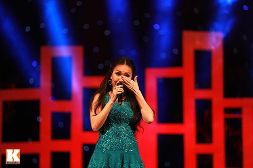 Cẩm Ly bật khóc khi hát về mẹ-11