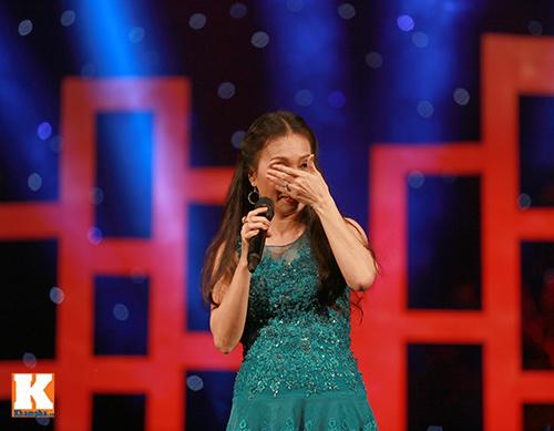 Cẩm Ly bật khóc khi hát về mẹ-10