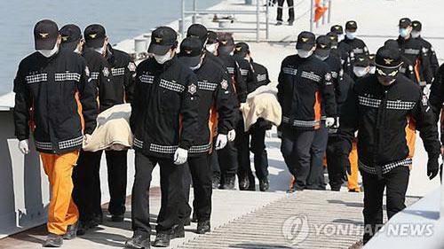 Đã có 49 người chết trong vụ chìm phà Hàn Quốc - 2