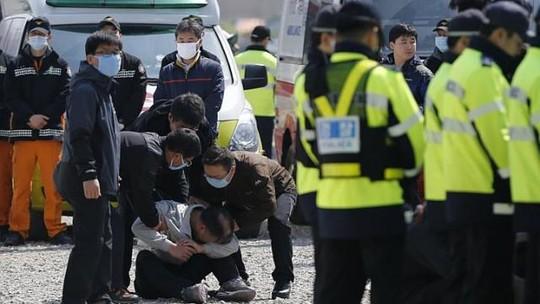 Vụ chìm phà Hàn Quốc: Số người chết tăng lên 58 - 1
