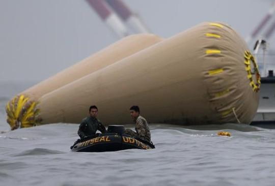 Vụ chìm phà Hàn Quốc: Số người chết tăng lên 58 - 9