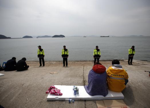 Vụ chìm phà Hàn Quốc: Số người chết tăng lên 58 - 6