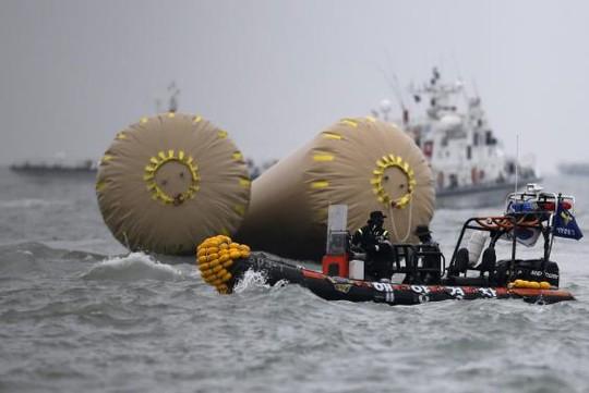 Vụ chìm phà Hàn Quốc: Số người chết tăng lên 58 - 8