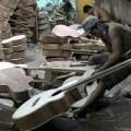 Mua sắm - Giá cả - Bên trong nơi sản xuất đàn guitar lớn nhất Sài Gòn