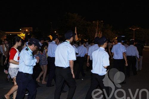hot: kim soo hyun gian di tai san bay tan son nhat - 20