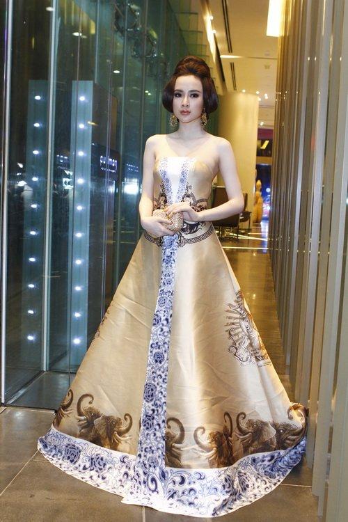 """angela phuong trinh """"quyen luc"""" voi vay hoa tiet hai ba trung - 7"""