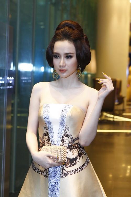 """angela phuong trinh """"quyen luc"""" voi vay hoa tiet hai ba trung - 8"""