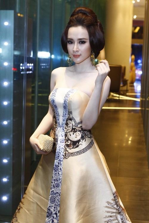 """angela phuong trinh """"quyen luc"""" voi vay hoa tiet hai ba trung - 10"""