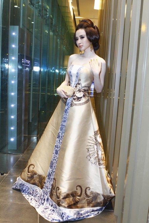 """angela phuong trinh """"quyen luc"""" voi vay hoa tiet hai ba trung - 11"""