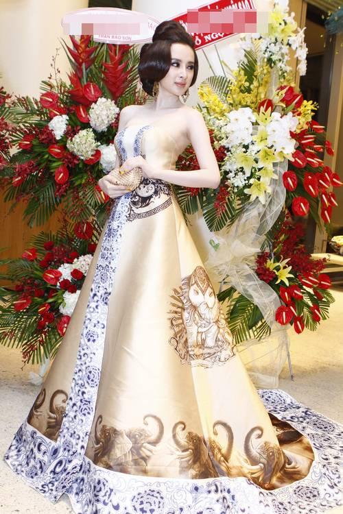 """angela phuong trinh """"quyen luc"""" voi vay hoa tiet hai ba trung - 14"""