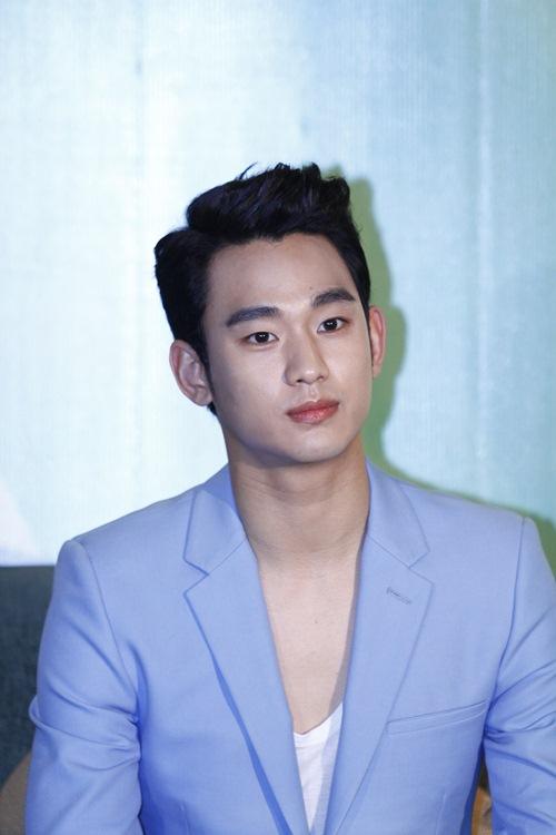 """""""zoom can canh"""" ve dien trai cua kim soo hyun - 5"""