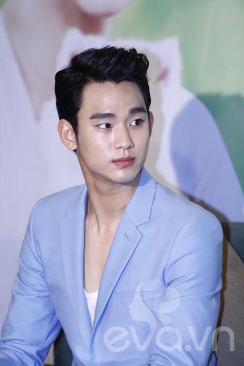 """""""zoom can canh"""" ve dien trai cua kim soo hyun - 2"""