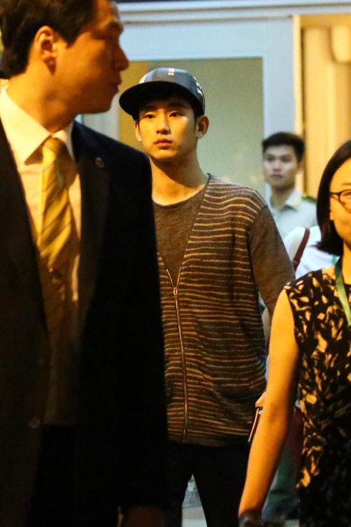 hot: kim soo hyun gian di tai san bay tan son nhat - 8