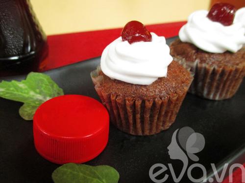cupcake vi coca thom ngon, la mieng - 7