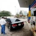 Tin tức - Giá xăng lại tăng hơn 200 đồng/lít từ 12h