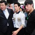 Làng sao - Kim Soo Hyun xuất hiện chớp nhoáng và vội vã ra sân bay