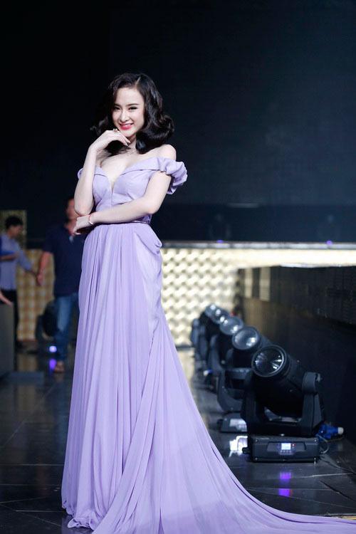 top 8 bo vay giup angela phuong trinh thang hang - 10