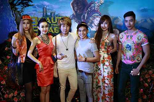 """phuong mai tang hoa cho """"quai vat"""" nathan lee - 7"""
