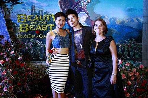 """phuong mai tang hoa cho """"quai vat"""" nathan lee - 2"""