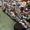 Mua sắm - Giá cả - Ngược đời, biến quần áo mới thành... hàng thùng