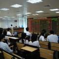 """Mua sắm - Giá cả - Cổ phiếu ngân hàng """"đỏ sàn"""", chứng khoán vẫn tăng"""