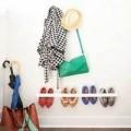 Nhà đẹp - Tự chế giá treo giày dép cho lối đi hẹp