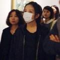 Làng sao - Triệu Vy bịt khẩu trang đi dự triển lãm