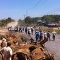 Tin tức - Nghi công nhân phát hiện gỗ quý, người dân xông vào cướp
