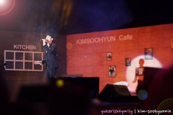 kim soo hyun khoc nuc no tai singapore - 8