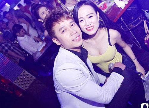 fan nu lao len san khau chup anh cung the men - 5