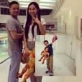 Làng sao - Vợ chồng Kim Hiền vui vẻ đưa Sonic đi xem phim