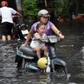 Tin tức - Người Sài Gòn bì bõm lội nước đi chơi lễ