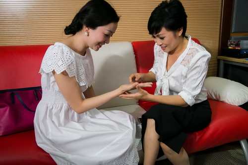 phuong vy lan dau mang bo len san khau - 10