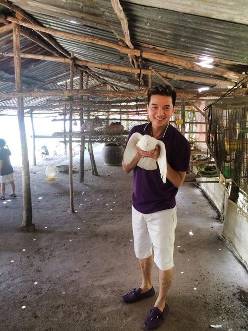 mr dam hanh phuc ben con trai nuoi di choi le - 10