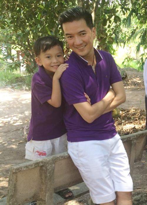 mr dam hanh phuc ben con trai nuoi di choi le - 11