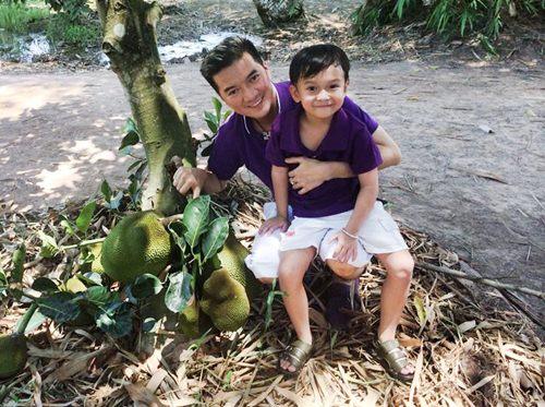 mr dam hanh phuc ben con trai nuoi di choi le - 9