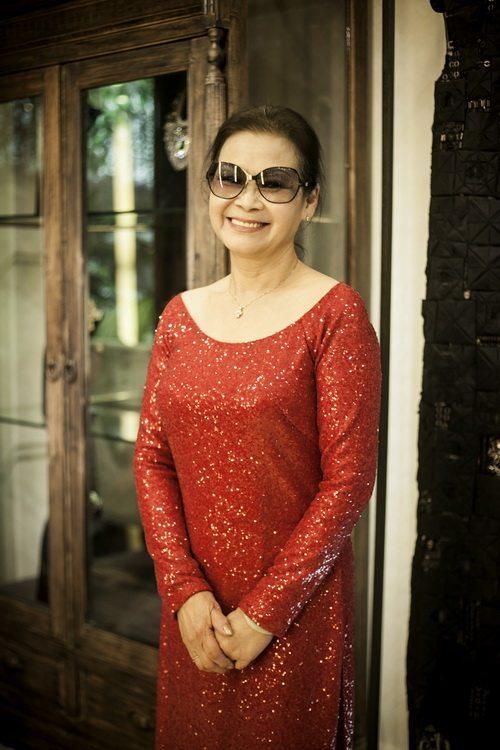 khanh ly chon 4 ao dai cho dem nhac rieng - 11